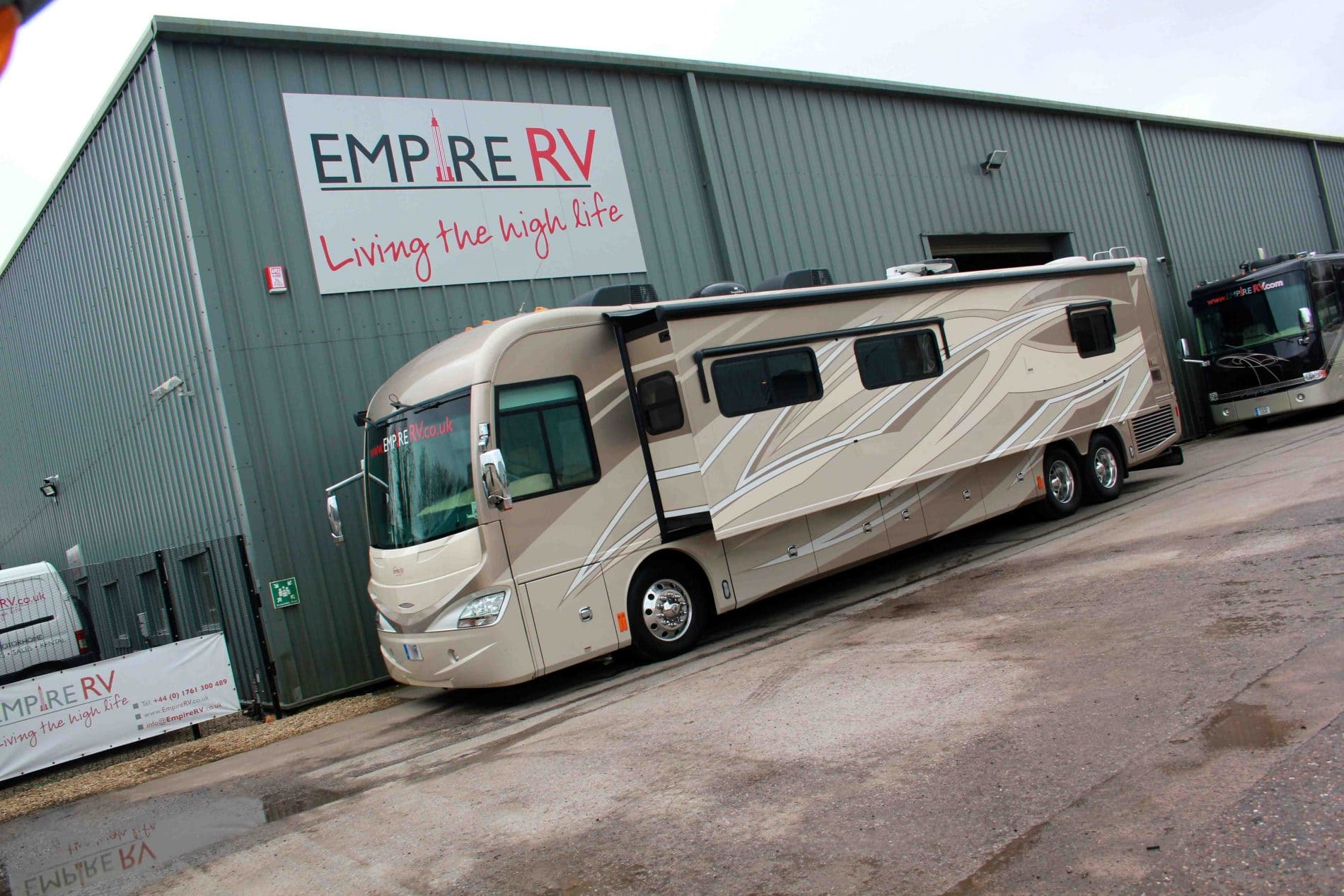 American Coash Revolution Motorhome RV