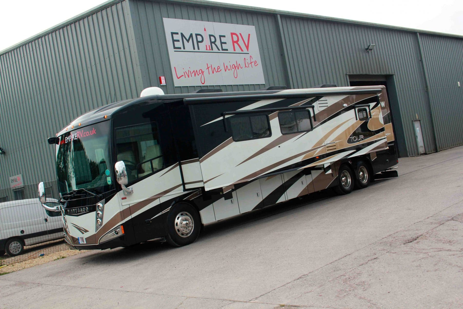 Winnebago Tour 42QD1 RV Motorhomes for sale rent – (c) Empire RV  (1)