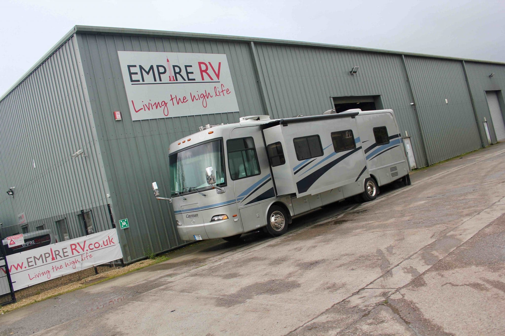 Monaco Cayman 34SBD Motorhomes for sale rent – (c) Empire RV (1)